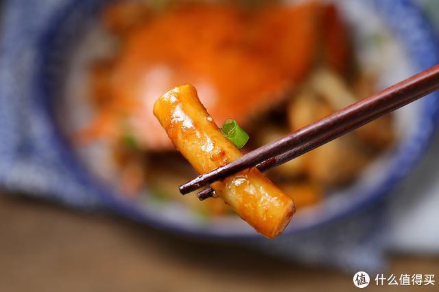 梭子蟹,膏似凝脂、肥美鲜嫩,加年糕一起炒味道更佳