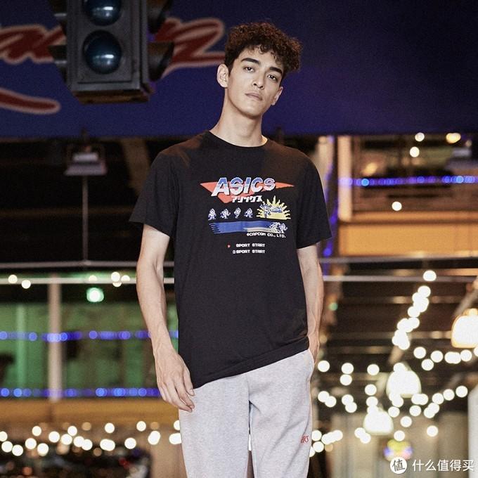 重返游戏:亚瑟士联动元祖洛克人推出T恤、运动鞋等产品