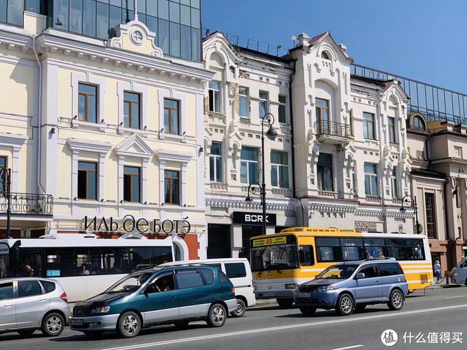海参崴只有不到 70 万人,城市里有苏联风格建筑,也有欧式风格建筑