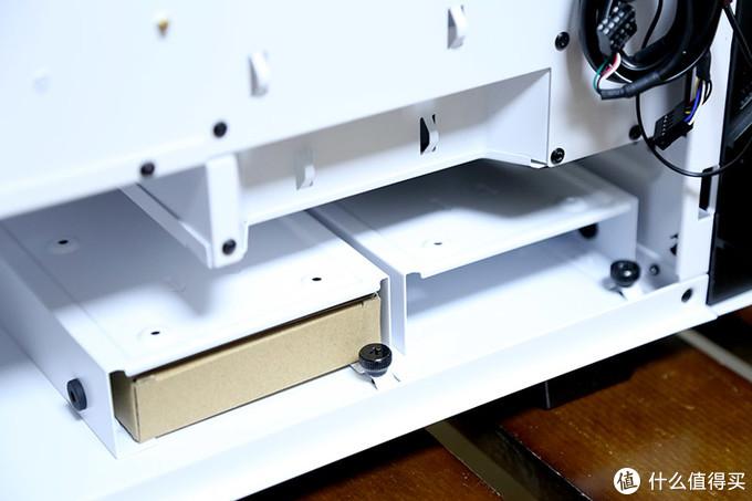 机箱架构新纪元:除了灯效、侧透外,整机硬件温度还能降5℃