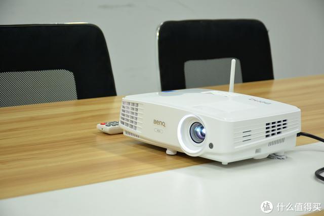 没有网也能实现无线投屏?明基E500无线投影体验