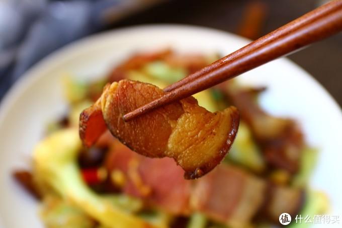 花菜放点腊肉炒一炒,两碗饭不够吃,趁便宜多吃
