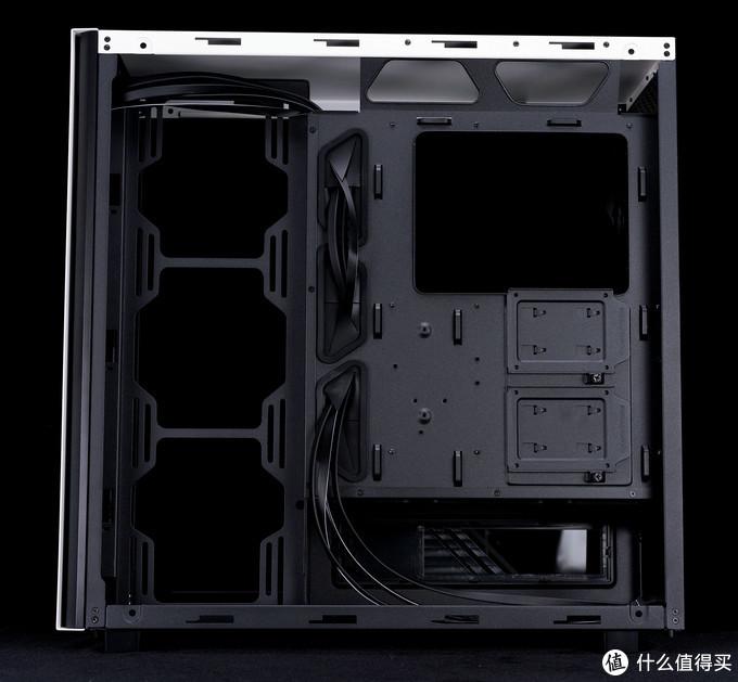 背部支持安装两个SSD