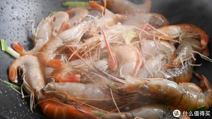 家常地道海鲜做法:鲜香葱油虾,好吃的流油