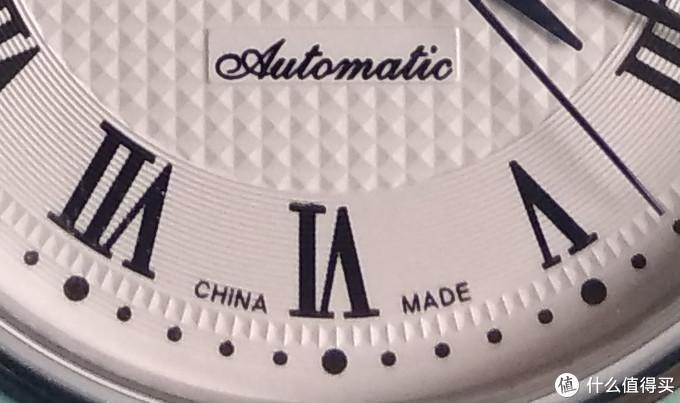 """底部印有""""automatic""""和""""China made""""字样"""