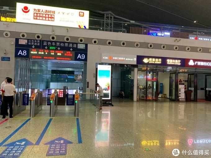 深圳北位置是在候车室A8-A9检票口旁边