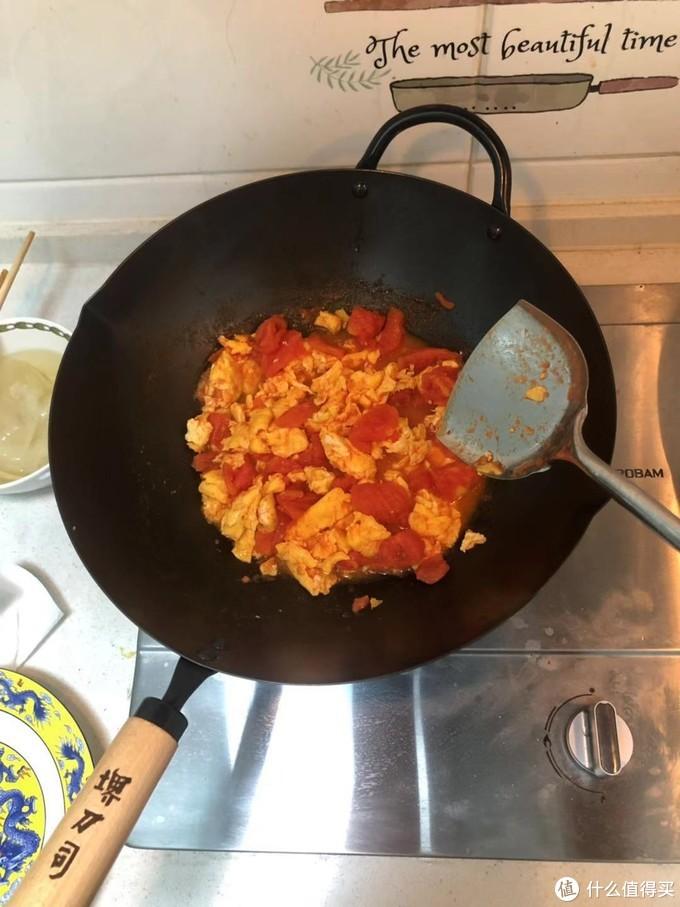 最近炒的很火的日本铁堺刀司锅到底好不好用,粘不粘锅?