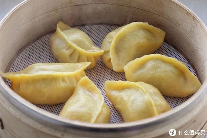 大街上这菜现在不值钱,做成粗粮蒸饺,营养十足,两笼居然没够吃