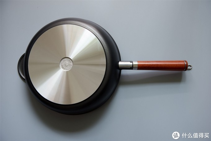 重型铸铝不粘锅,真的比普通不粘锅好用吗?
