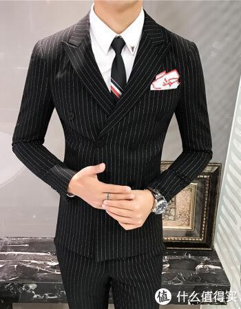 力与美的结合——为什么穿双排扣的男人最绅士