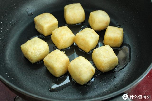 豆腐泡加肉馅煎一煎,鲜嫩多汁超美味,一口一个真过瘾!