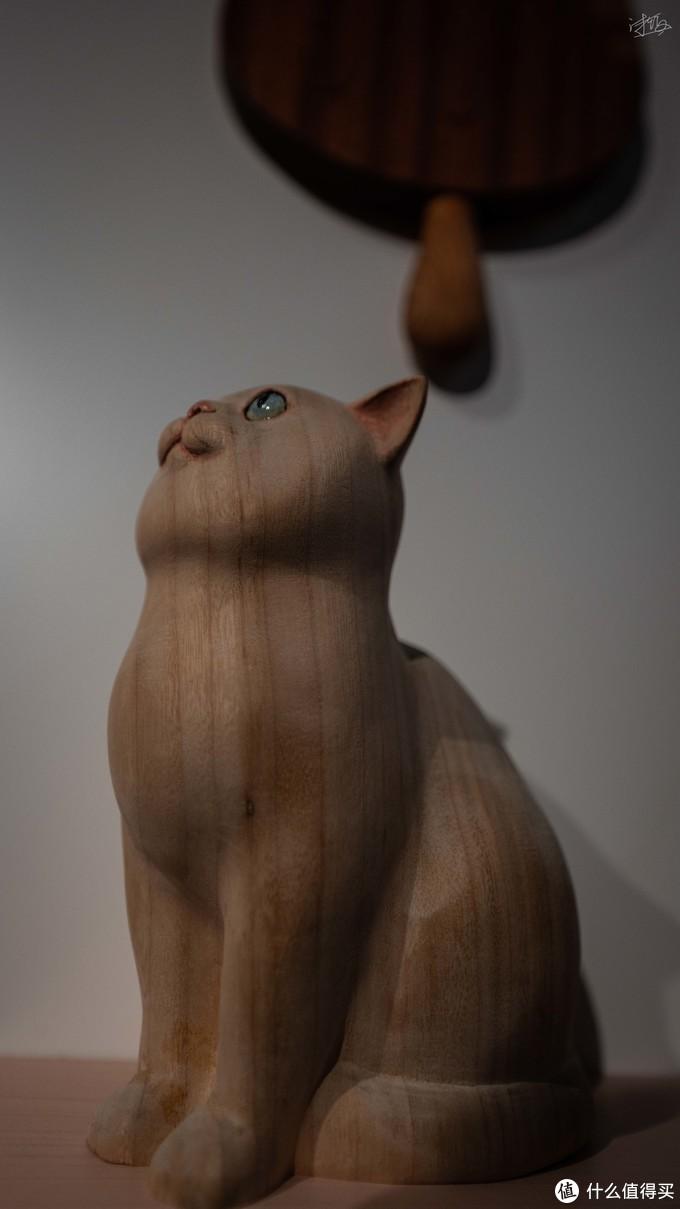 木雕的猫咪