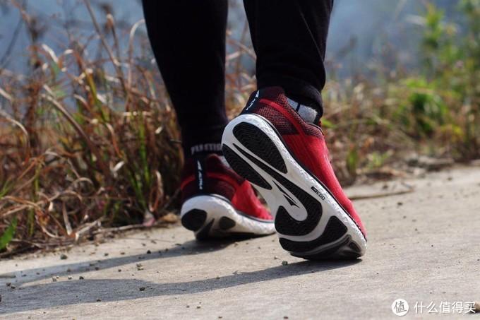 内翻?外翻?高、低足弓?无需考虑太多,选全脚型适配的Altra跑鞋吧