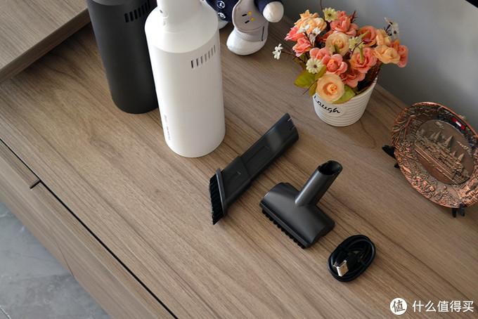 车载吸尘器有多重要?红酒造型吸尘器上线小米有品,你见过么?
