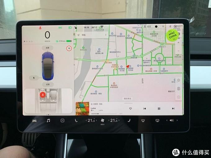 这是刚到车的时候,设定就是左侧车辆信息,右侧地图,下方是控制区域