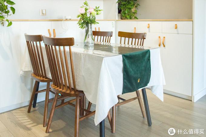 白色桌布搭配桌旗