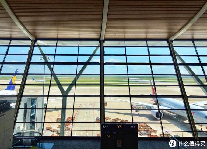 浦东T2国际出发69号头等舱休息室体验