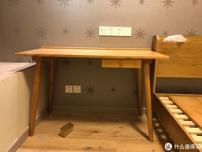 书桌来个特写