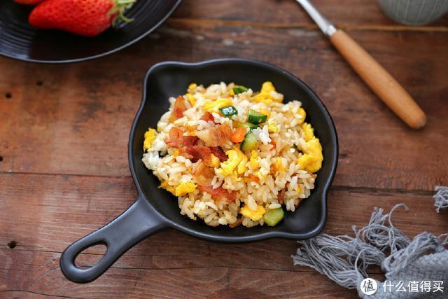 只要几分钟就能打造一份豪华版炒饭,剩米饭也值得你用心对待
