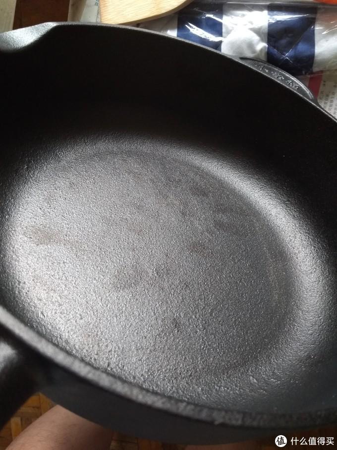 铸铁锅出售时毛糙的表面