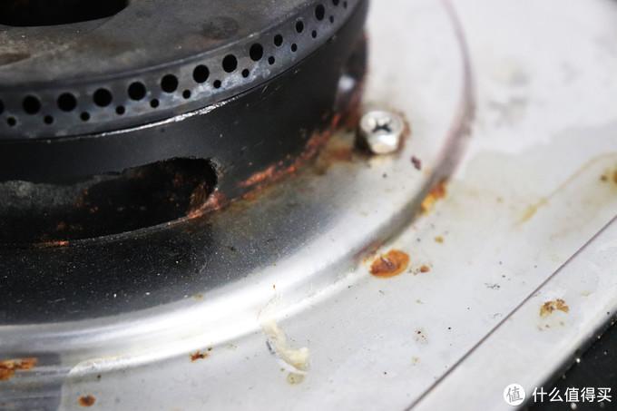 灶头旁的锈渍