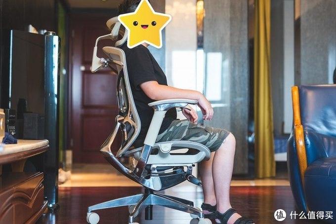 体验感受一把可以滑翔的办公椅
