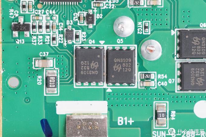 华为12000mAh 40W超级快充移动电源CP12S拆解