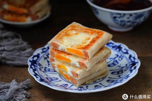 手抓饼花样吃法,加入两种食材巧变快手早餐,外酥里嫩、营养十足