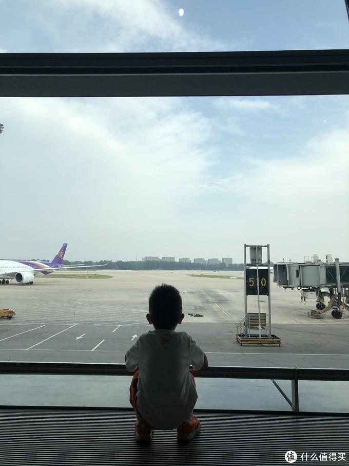第一次见到大飞机的一哥