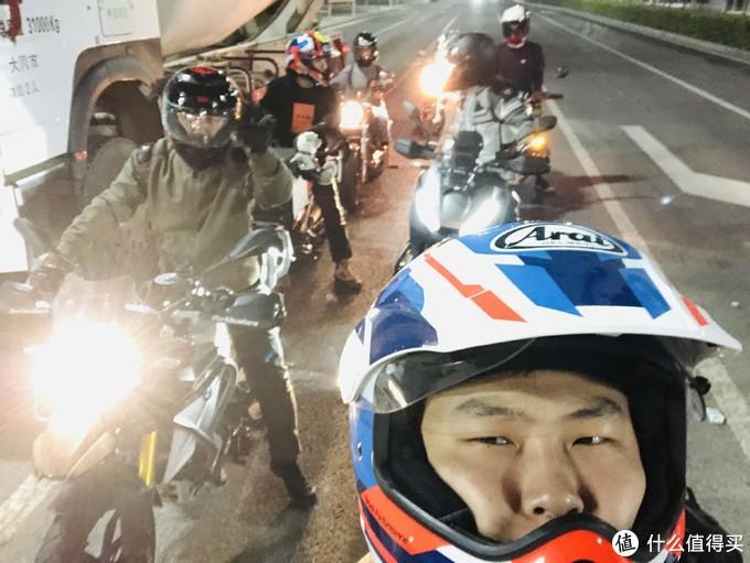 晚上我们决定去大同市里面吃,云州区属于大同的郊区,距离市中心还得有四十多公里呢,出发!