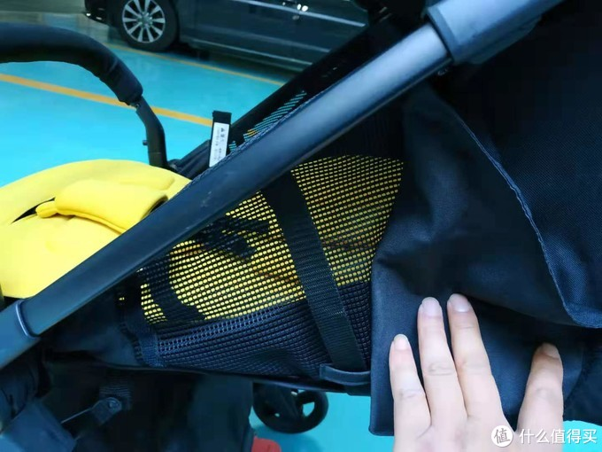 小巧轻便更安全:VIKI威凯  天鹅轻便婴儿手推车 简评