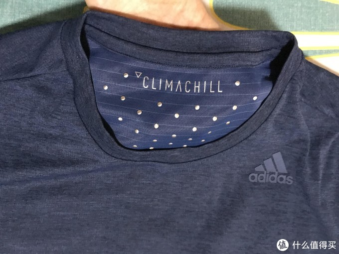 换季赶上好价格:Adidas冰风夏季运动短袖开箱