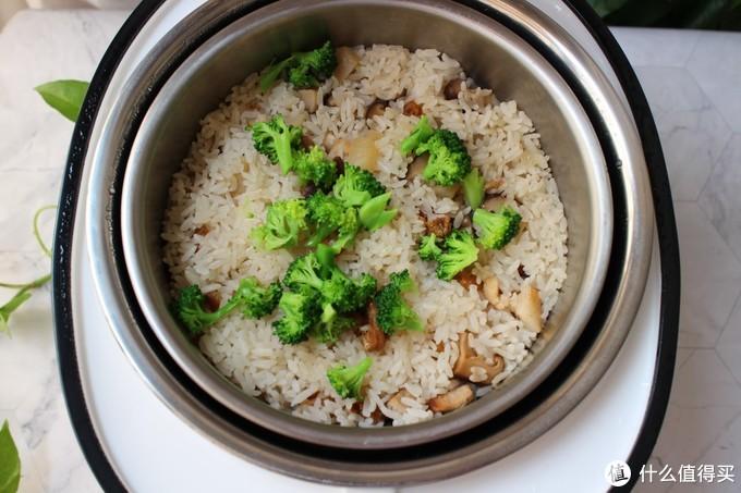 我家从不点外卖,每天花30分钟焖一锅,有饭有菜一锅齐,越吃越香