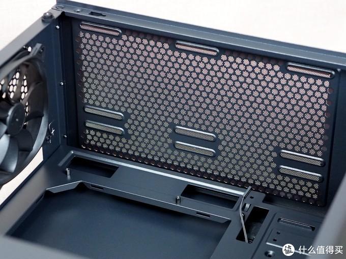 RGB机箱也可以很柔和——安钛克暗黑系 DP501 夜行者机箱简评