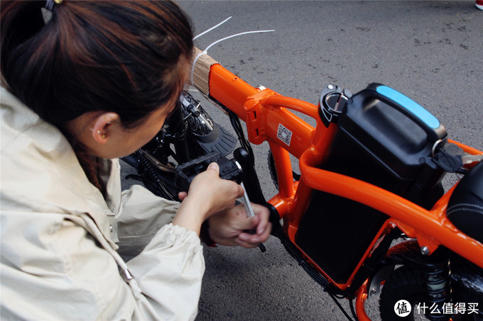 新竣黑马品牌,长跑王FIIDO-L2 电动车开箱体验