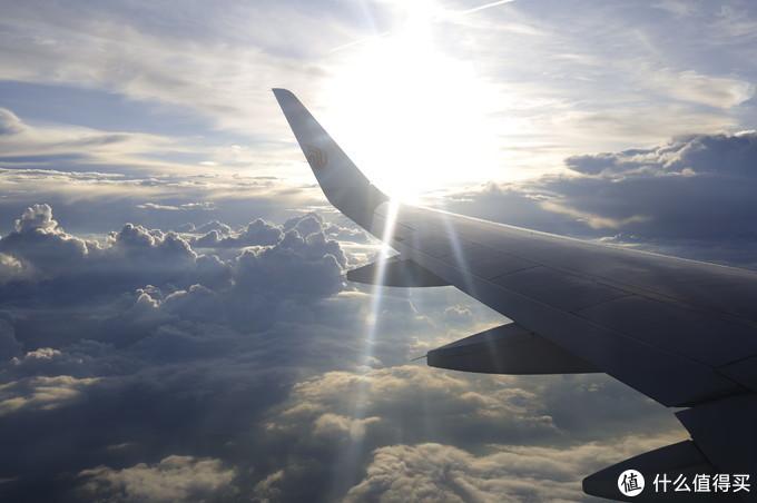 飞机上怼太阳,眩光主要是飞机玻璃脏
