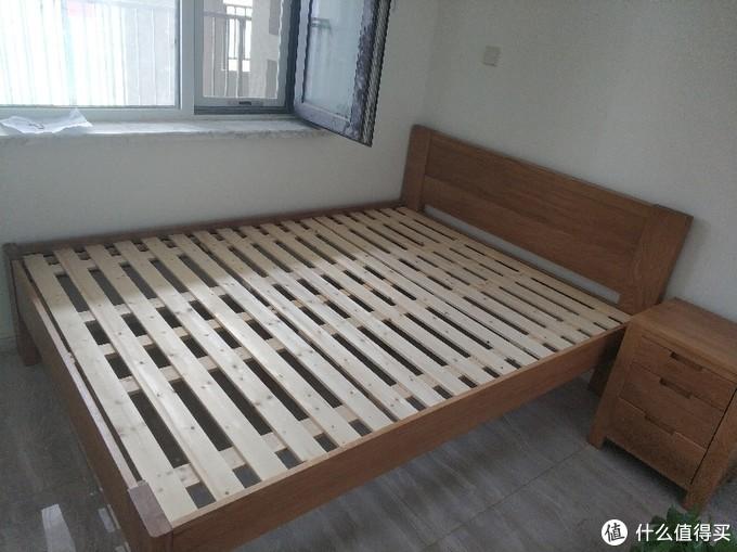 次卧无箱体床
