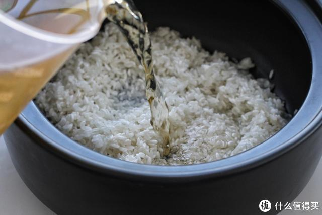 在家就能做的广式风味,饭菜一锅出,喷香诱人超入味,吃着真过瘾