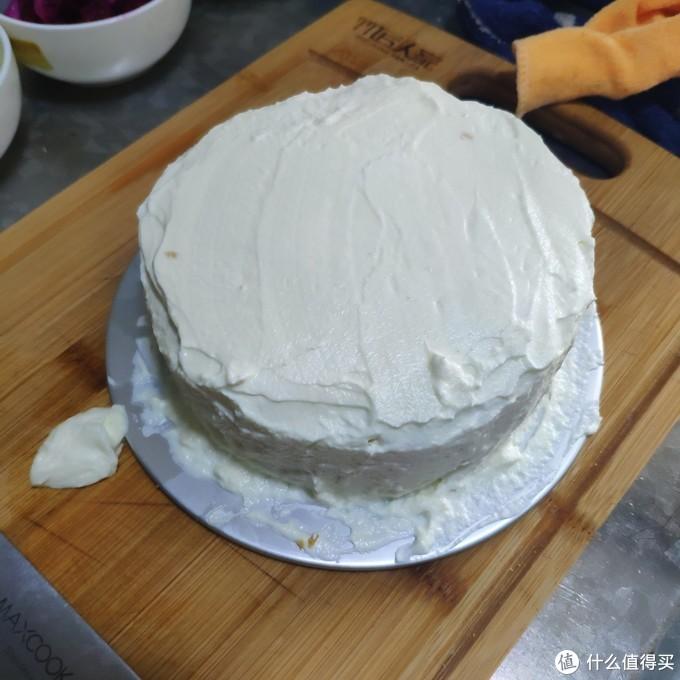 结婚两周年,我们一起在家DIY了一个丑蛋糕