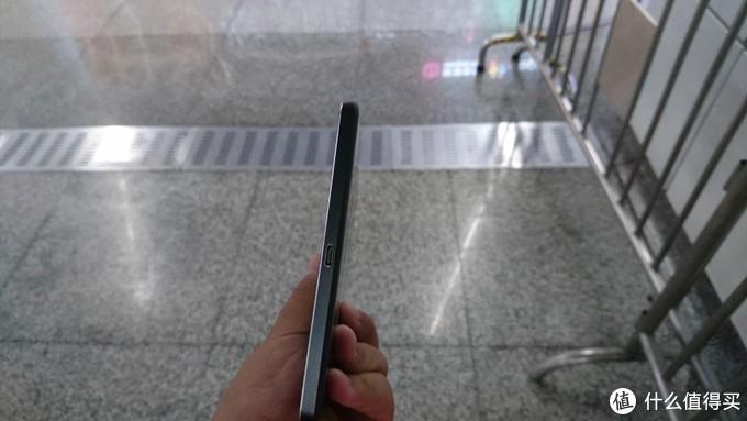 底部的单USB Type C接口,负责供电与数据传输