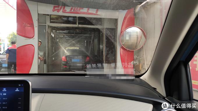 回去的路上去自动洗车机上洗了洗车,证明这点水对电动车来说毫无影响
