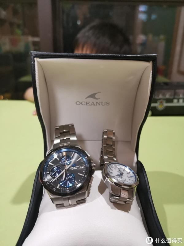 两个手表放在一起