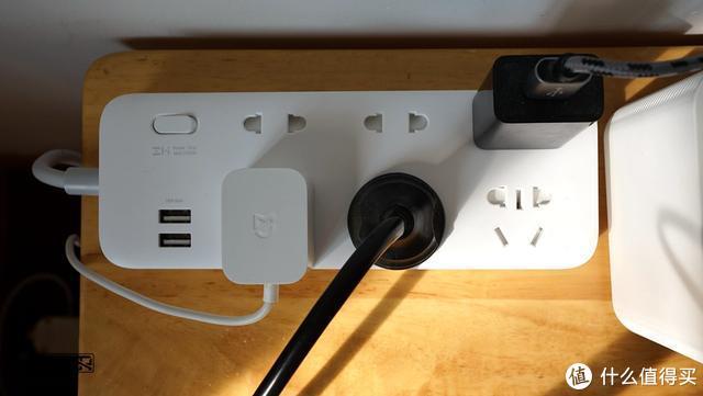 小米生态链再出插线板啦!ZMI六位插线板,支持18W快充!