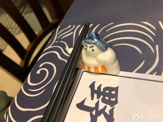 相扑选手筷子架很可爱~~
