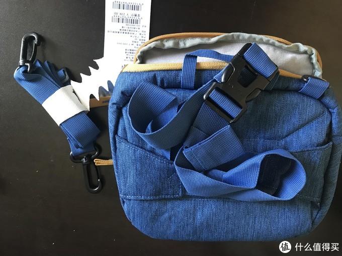 背面是可调节腰带,旁边是背带,就是比较细,所以相机太大估计。。。。