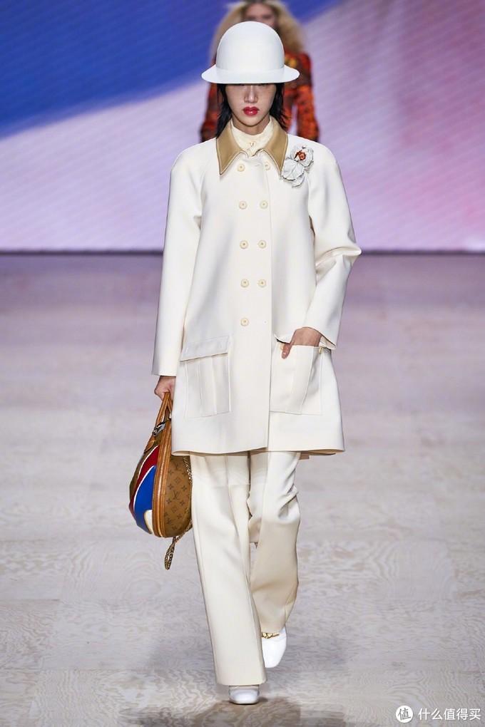 看巴黎时装周——了解最新的实用穿搭指南(一)