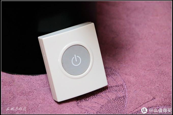 按压手感舒适的独立遥控启动按钮,之所以采用无线按钮这样设计,是希望使用者将按钮放置在离厨余垃圾处理器较高较远的位置,不论操作者和对幼龄儿童都是一种保护