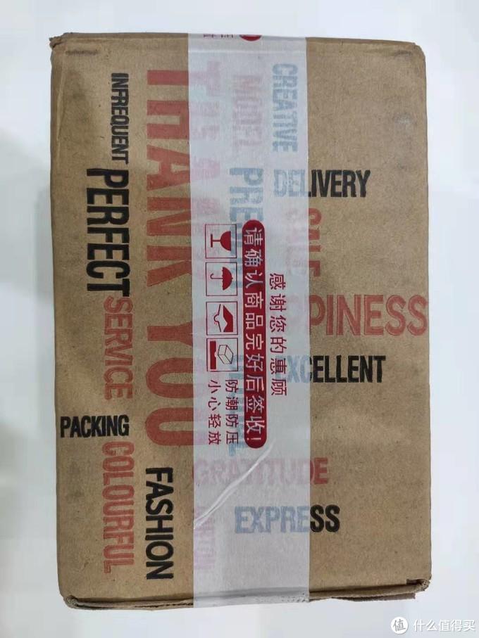 包裹是这个样子,普通快递的包装