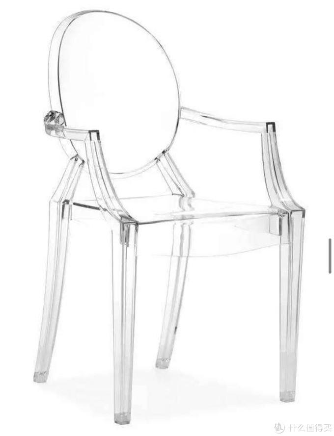 """通体采用亚克力材料制成的""""幽灵""""椅"""