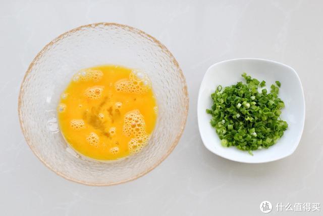 家有读书娃早餐不糊弄,不用揉面几分钟就能做出又香又软的鸡蛋饼